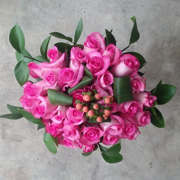 25 pink roses bouquet top